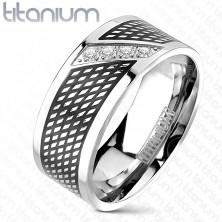 Pierścionek z tytanu - czarny i srebrny kolor, cyrkonie po linii przekątnej