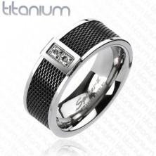 Pierścionek z tytanu - czarny, siatkowany wzór, dwie przeźroczyste cyrkonie