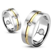 Pierścień ze stali ze złotym paskiem i osadzoną cyrkonią