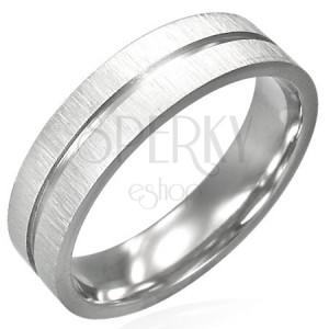 Stalowy pierścionek z błyszczącym rowkiem pośrodku i matowymi brzegami