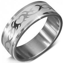 Stalowa obrączka srebrnego koloru ze wzorem serca w ornamencie